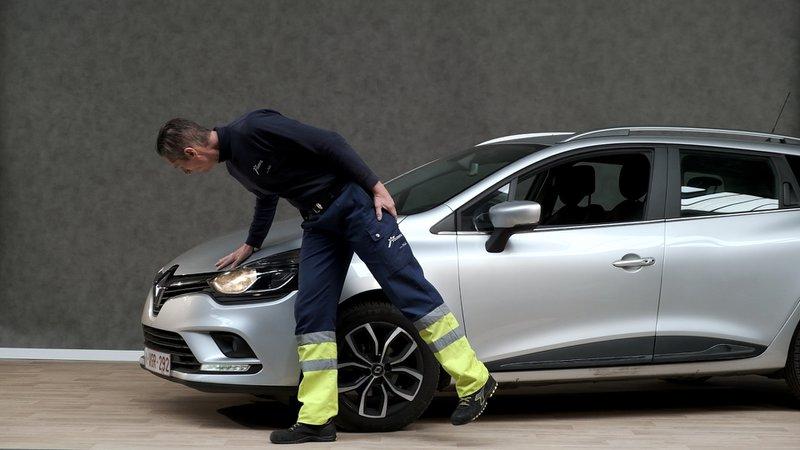 Om de koplampen en de verlichting in het algemeen te controleren, volg je de instructies in de handleiding van je auto