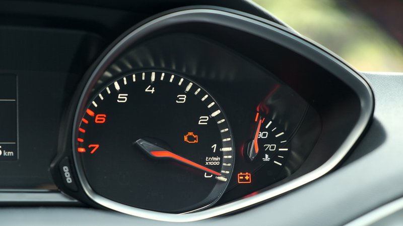 L'indicateur de température alerte de la surchauffe du moteur